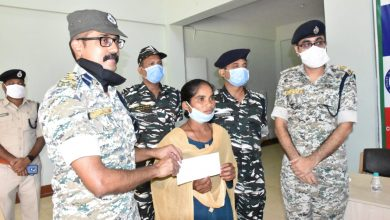 Dasmi, an active area committee member of Darbha Division, surrendered to the Bastar Police after abandoning the Naxalite ideology